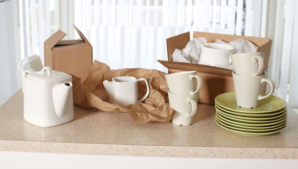 Come imballare piatti e bicchieri per il trasloco?